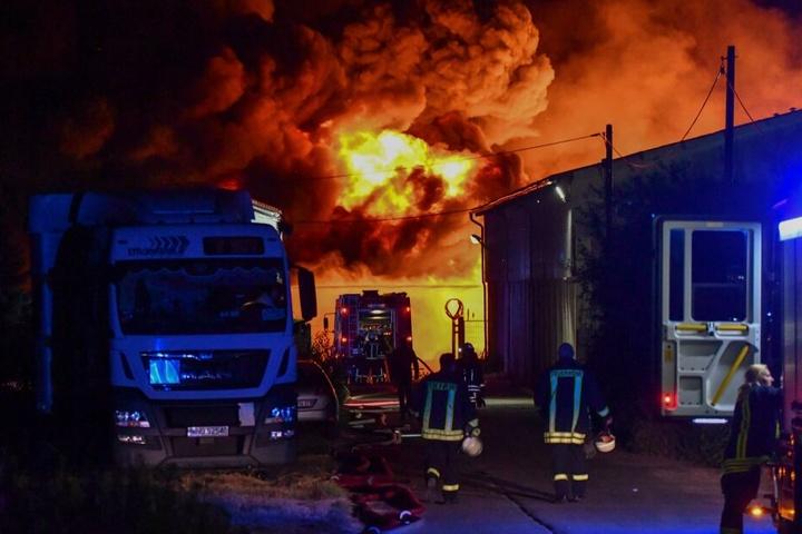 Aufgrund mehrerer Brandherde geht die Polizei von vorsätzlicher Brandstiftung aus.