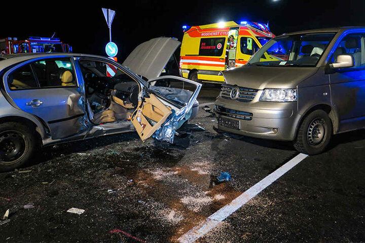 Bei dem Unfall wurden vier Personen schwer verletzt, darunter ein Kind.