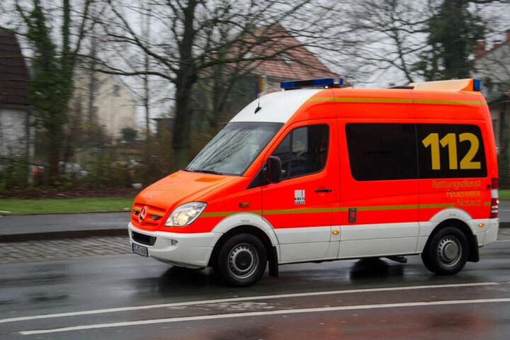 Die drei Unfallopfer wurden in Krankenhäuser gebracht (Symbolbild.