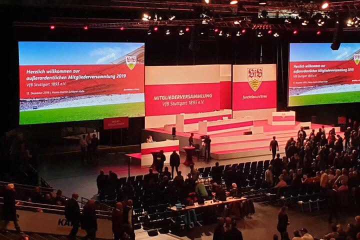 Die außerordentliche Mitgliederversammlung des VfB Stuttgart in der Hanns-Martin-Schleyer-Halle.