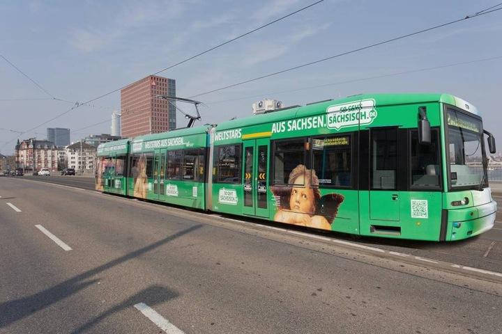 Auch auf Straßenbahnen in Frankfurt am Main wurde schon für Sachsen geworben.