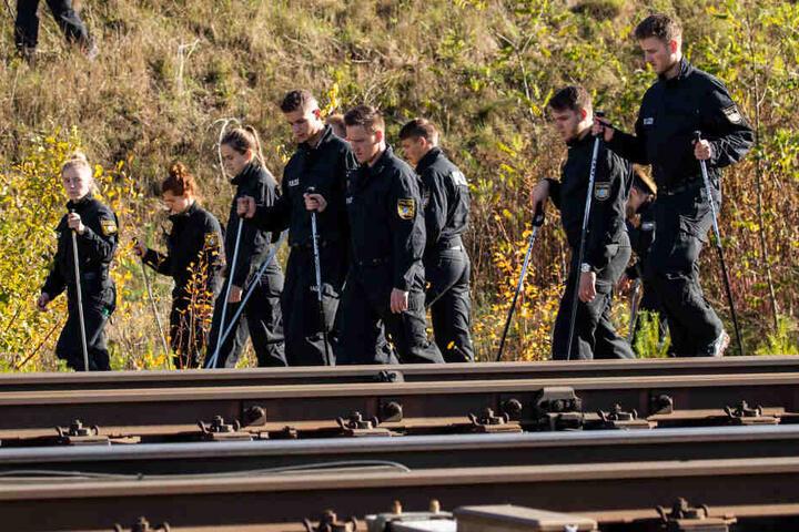 Über 150 Polizisten suchten auf der Zugstrecke nach Spuren.