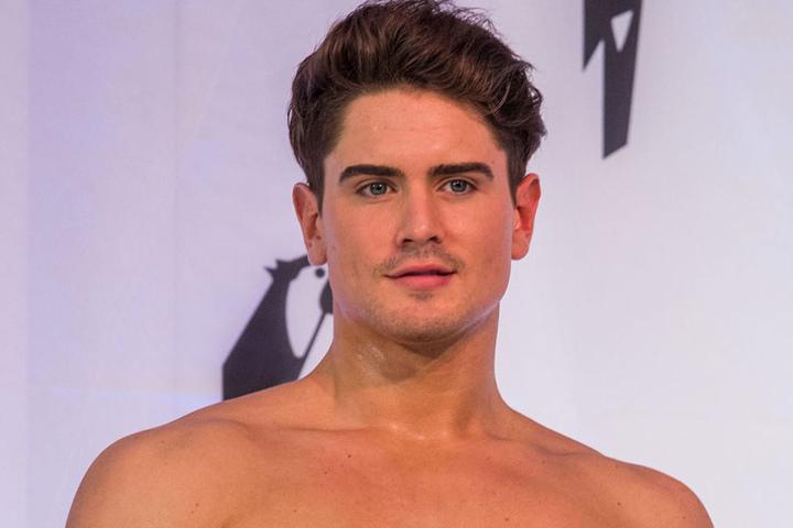 Der amtierende Mister Germany, Dominik Bruntner, kuschelte mit Sarah bereits im Promi Big Brother-Container.