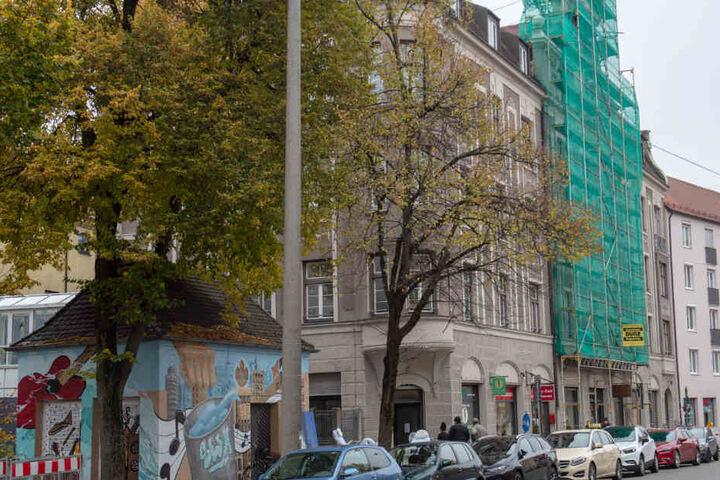 In Augsburg musste ein Wohnhaus komplett geräumt werden. Der Grund: Einsturzgefahr.