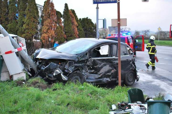 Das Auto war nach dem Unfall nur noch Schrott.