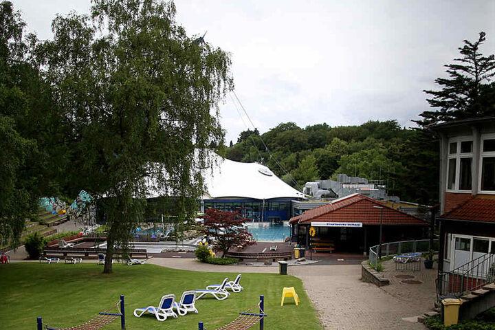 Die Jugendlichen sollen das Mädchen nach dem Besuch des Parkbads in Velbert überfallen und sexuell missbraucht haben.