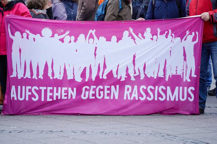 "Das ""Bündnis gegen Naziaufmärsche Worms"" demonstrierte gegen die Mahnwache. (Symbolbild)"