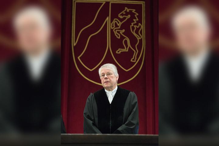 Der vorsitzende Richter Bernd Emminghausbeendete schon um 10 Uhr den ersten Verhandlungstat. Am 16. November soll es weitergehen.
