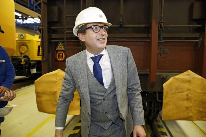 Bundes-Verkehrsminister Alexander Dobrindt (47, CSU). Sein Ministerium machte  sich für die Dresdner Bahn stark. Unklar ist, wie die Haltung unter einer neuen  Regierung ab Herbst ist.