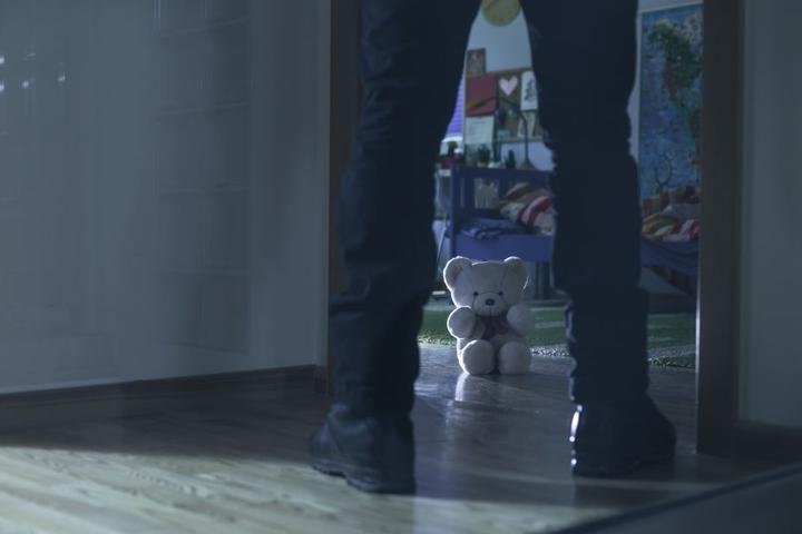Der Mann hatte seine eigene Tochter über Jahre hinweg sexuell missbraucht (Symbolbild).