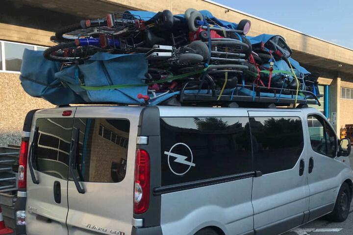 Die Polizei hatte an der Beladung des Minibusses des Mannes aus Bayern einiges auszusetzen.