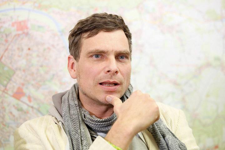 Thomas Löser (44) sieht keinen Parkplatzdruck am Blauen Wunder.