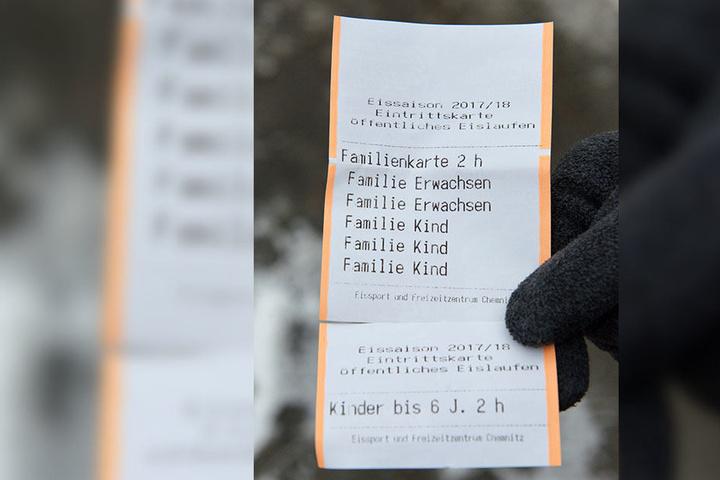 Die Familienkarte zeigt es genau an: Nach dem dritten Kind ist Schluss mit Familien-Rabatt.