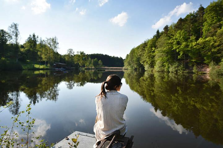Bald kann die Strickjacke dem Bikini weichen. Die Wasserqualität der Seen in Deutschland ist allgemein erstklassig.