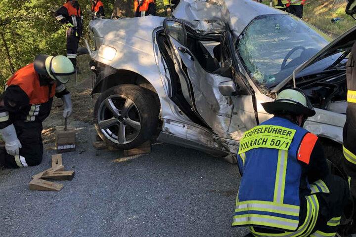 Der BMW des 19-Jährigen wurde vollkommen zerstört.