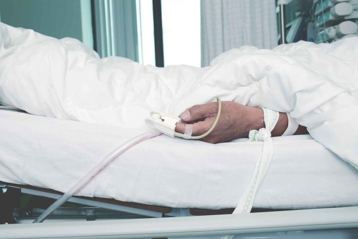 Inzwischen liegt der Erkrankte wohl schon elf Tage auf der Intensivstation. (Symbolfoto)