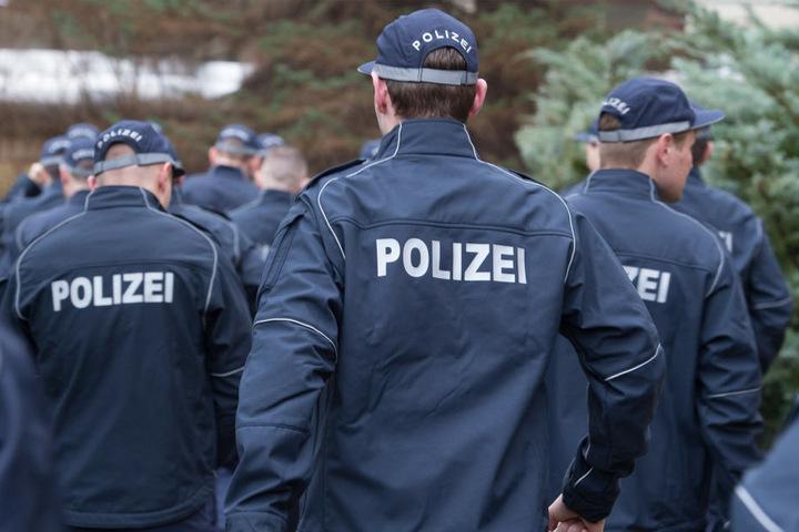 Wachpolizisten sollen durch eine verkürzte Ausbildung schneller in den  regulären Polizeidienst wechseln können.