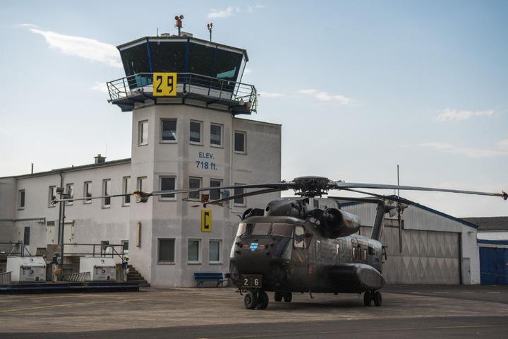 Auf dem Weg zur Tankstelle stieß der Hubschrauber gegen den Tower.