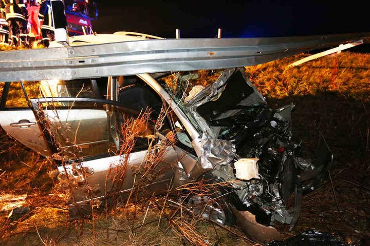Beide Fahrzeuginsassen wurden bei dem Unfall verletzt.