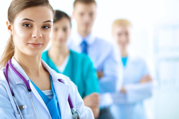 Die Uniklinik Düsseldorf sucht polnische Pfleger in Großbritannien. (Symbolbild)