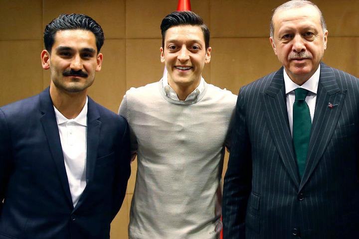 Ein Treffen mit Recep Tayyip Erdogan (r.) sorgte in Deutschland für Aufregung.