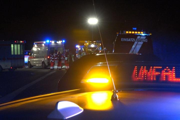 Autos crashen in Mann (25) auf A67: Autobahn-Panne endet tödlich