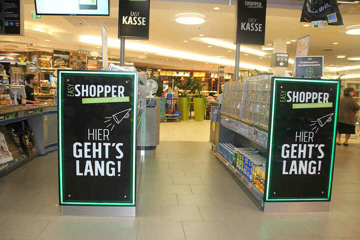 """An exklusiven """"Easy Shopper""""-Kassen bezahlt Ihr."""