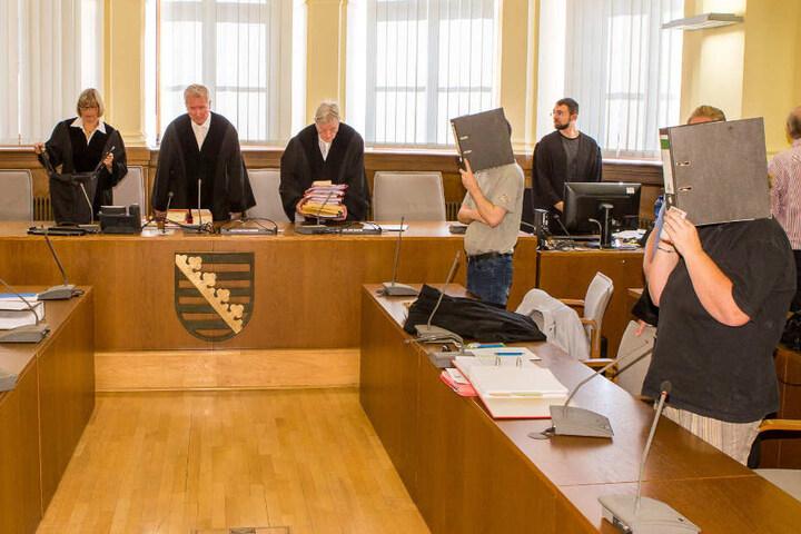 Verhängte harte Strafen, die weit über die Forderungen der Staatsanwaltschaft hinausgehen: Die 8. Strafkammer des Leipziger Landgerichts mit ihrem Vorsitzenden Rüdiger Harr (Mitte).