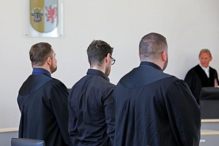 Die Staatsanwaltschaft wirft dem Angeklagten vor, zwei Frauen misshandelt zu haben, die er über ein Erotik-Portal in seine Wohnung lockte.