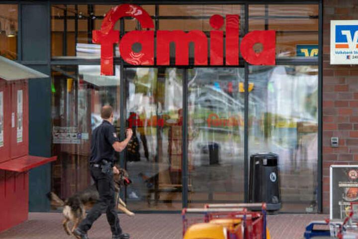 Das Gelände um den Supermarkt wurde von der Polizei abgeriegelt.