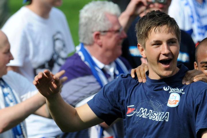 Aufstieg 2011: Kevin Pannewitz feiert im Hansa-Outfit den Aufstieg in die 2. Bundesliga.