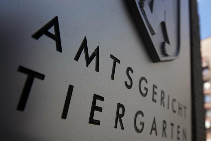 Der Eingang des Amtsgerichts Tiergarten mit Schriftzug des Gerichts und dem Berliner Wappen.