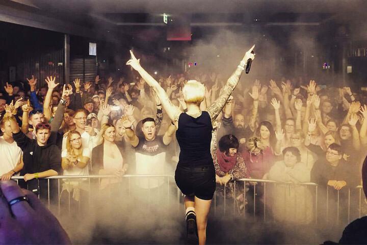 Riesiger Andrang: Unzählige Menschen drängten sich beim Auftritt von Melanie Müller auf den Mallorca-Floor.
