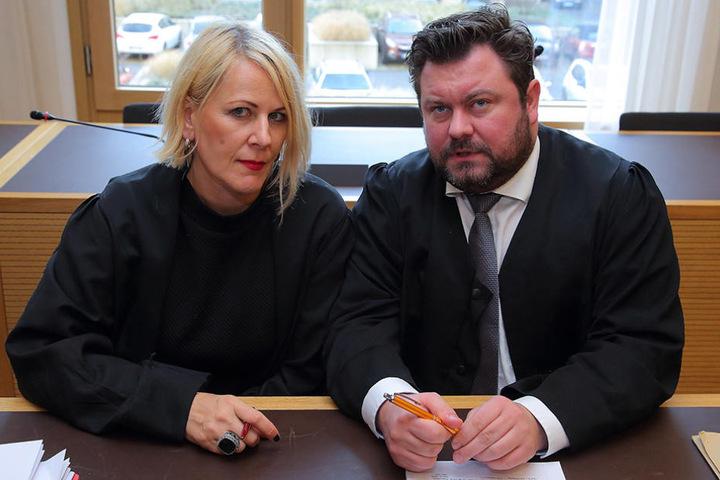 Die Nebenkläger-Anwälte Tanja Brettschneider und Bastian Quilitz schließen  Selbstmord aus.