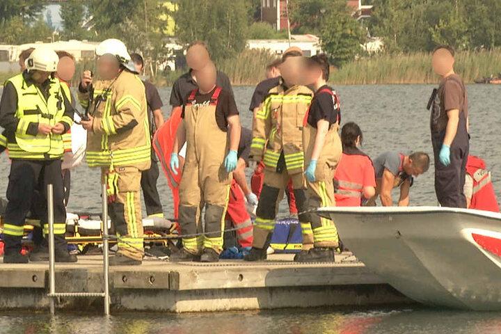 Kurz nachdem der 27-Jährige aus dem Wasser geholt wurde, versuchten Retter ihn zu reanimieren (r.).