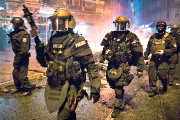 Viele Polizisten, die beim G20-Gipfel im Einsatz waren, äußerten sich  schockiert über die gewalttätigen Ausschreitungen.