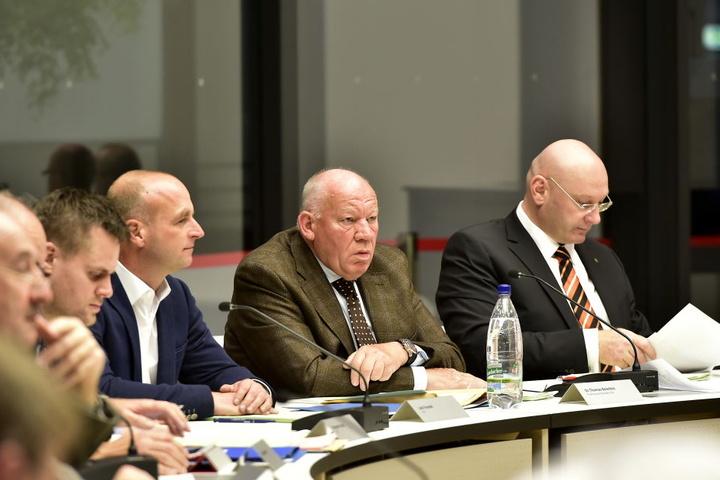 CDU-Fraktionschef Thomas Beierlein (2. v. r., 68) stellt das neue  Parkraumnutzungskonzept schon wieder in Frage.