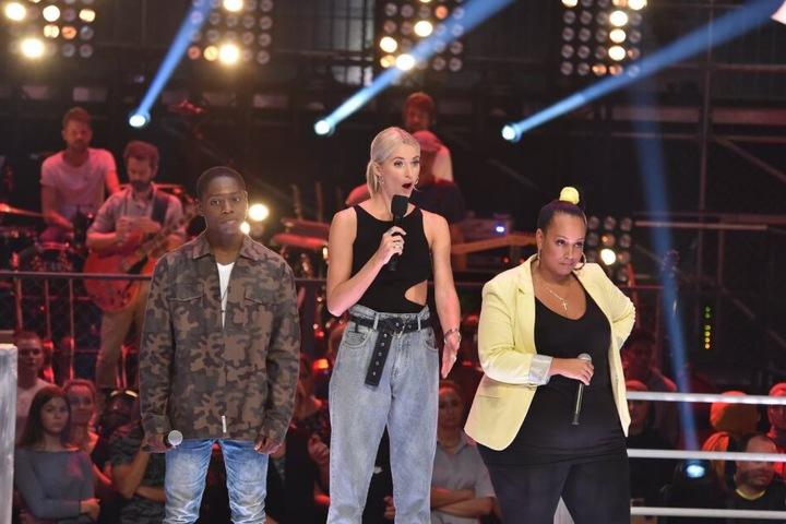 Verdutzte Blicke: Janet (r.), Moderatorin Lena Gercke und Tyrone können es kaum fassen, dass Sido keinen der beiden Kandidaten weiter ließ.