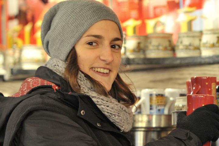 Sophia Oster (23) sieht viele Singles, die am Handy nach einem Partner  suchen.