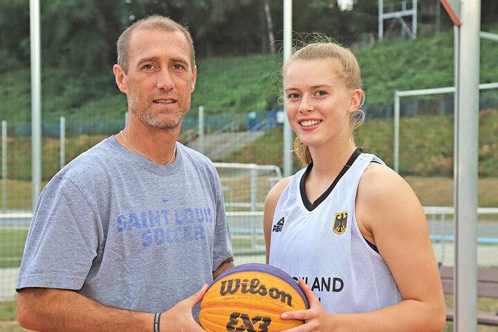 FSV-Coach Joe Enochs mit seiner Tochter Emily, die aktuell in Sacramento studiert.