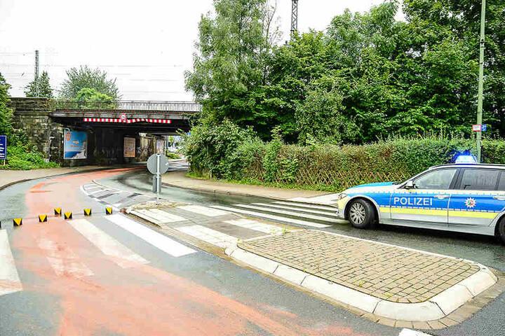 Die Polizei sperrte die Straße.