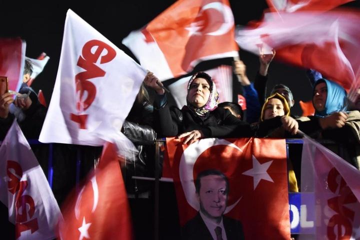 Am Sonntag stimmten gut 51 Prozent für die Verfassungsreform, die dem Präsidenten deutlich mehr Macht gibt.
