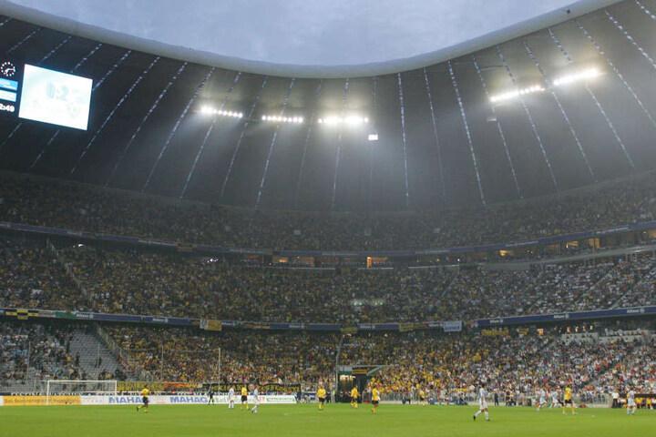 Vor elf Jahren reisten fast 20.000 Dynamo- Fans in die Allianz Arena.