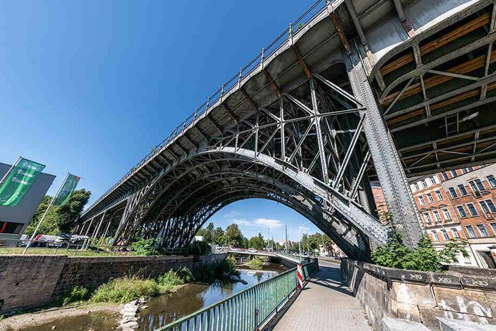 Besondere Bahnbrücke: Das umkämpfte Viadukt über der Chemnitz erhält heute ein Infozentrum.
