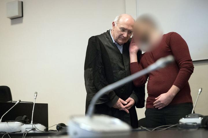 Der mutmaßliche islamistische Terrorist Yamen A. und sein Anwalt Wolfgang Ferner (links).