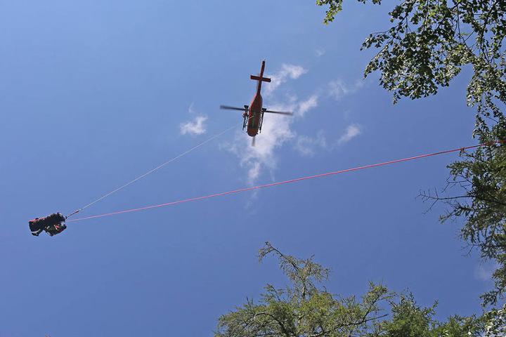 Die 62-jährige Schwerverletzte musste mit einem Hubschrauber abtransportiert werden.