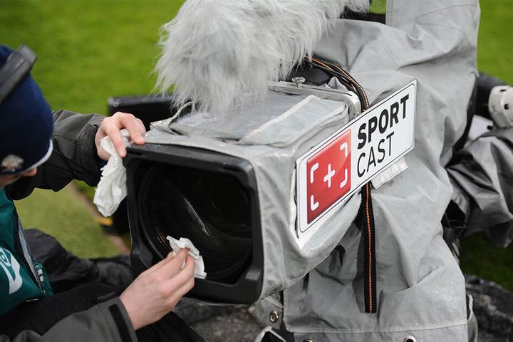 Die Fußball-Bundesliga soll künftig nun wohl bloß mehr auf Sky und DAZN live zu verfolgen sein.