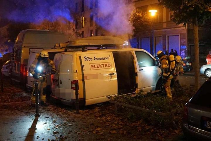 Auf der Pfarrstraße in Rummelsburg brannten zwei Transporter einer Elektrofirma.