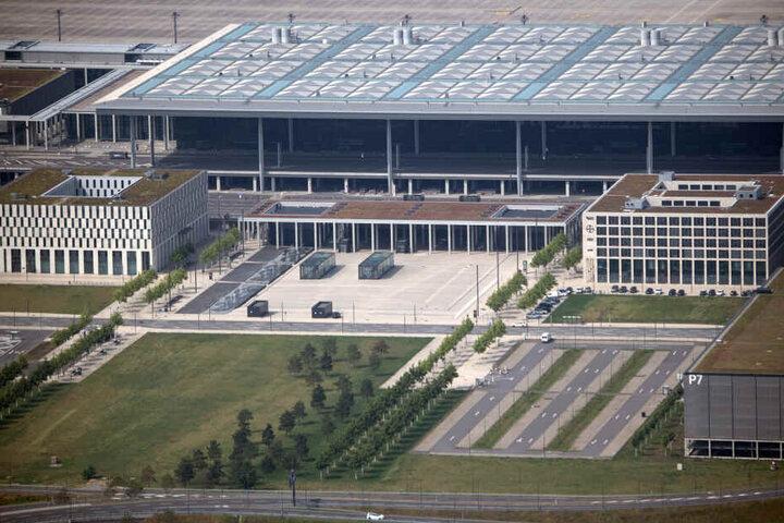 """Der Bau des Hauptstadtflughafens Berlin Brandenburg (BER) """"Willy Brandt"""" wurde 2006 begonnen und soll frühestens Ende 2020 abgeschlossen sein."""
