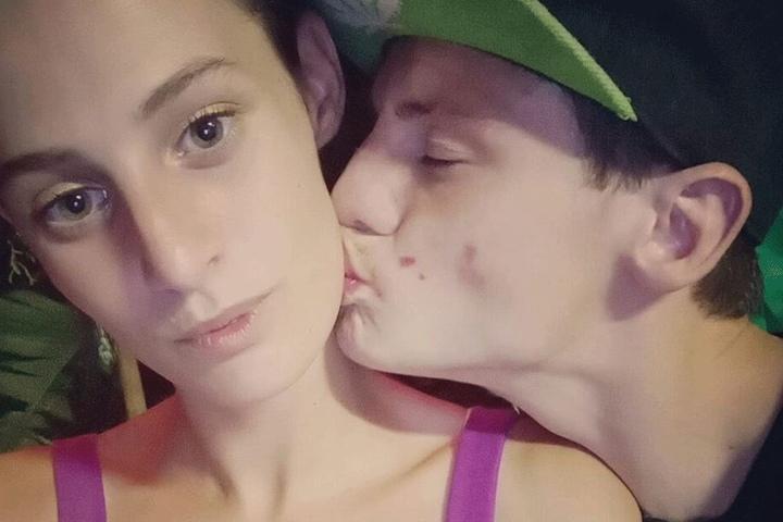 Halyey Lowes mit ihrem Freund Ben James Smith auf einem Facebook-Selfie.